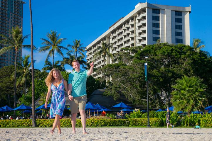 HKHweb_hotel_beach-hmcouple2_722.jpg