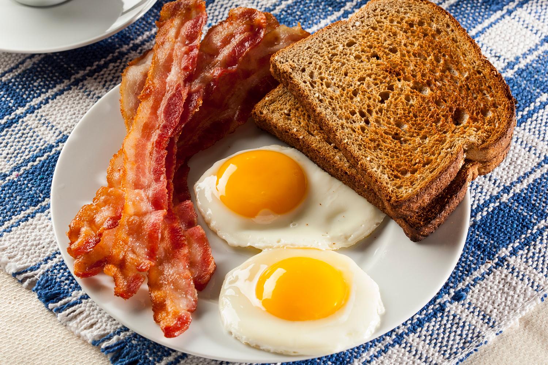 1500-eggs bacon toast.jpg