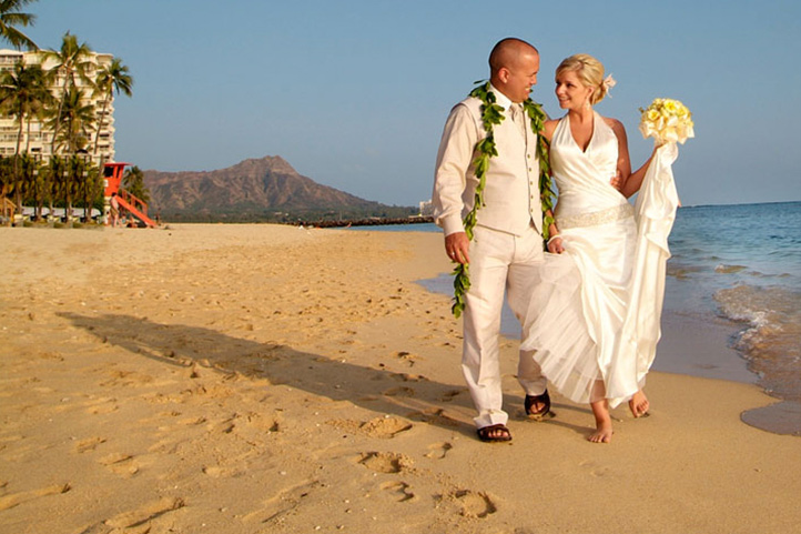 HKHweb_MGW_beach-couple_722.jpg