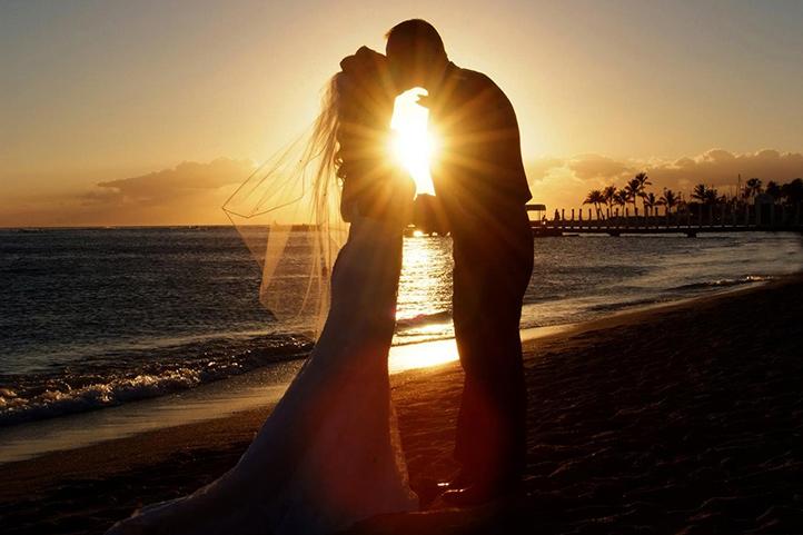 HKHweb MGW wedding beach couple 722